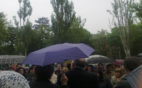 Manifestazione dei genitori centesi contro la scuola di Corporeno