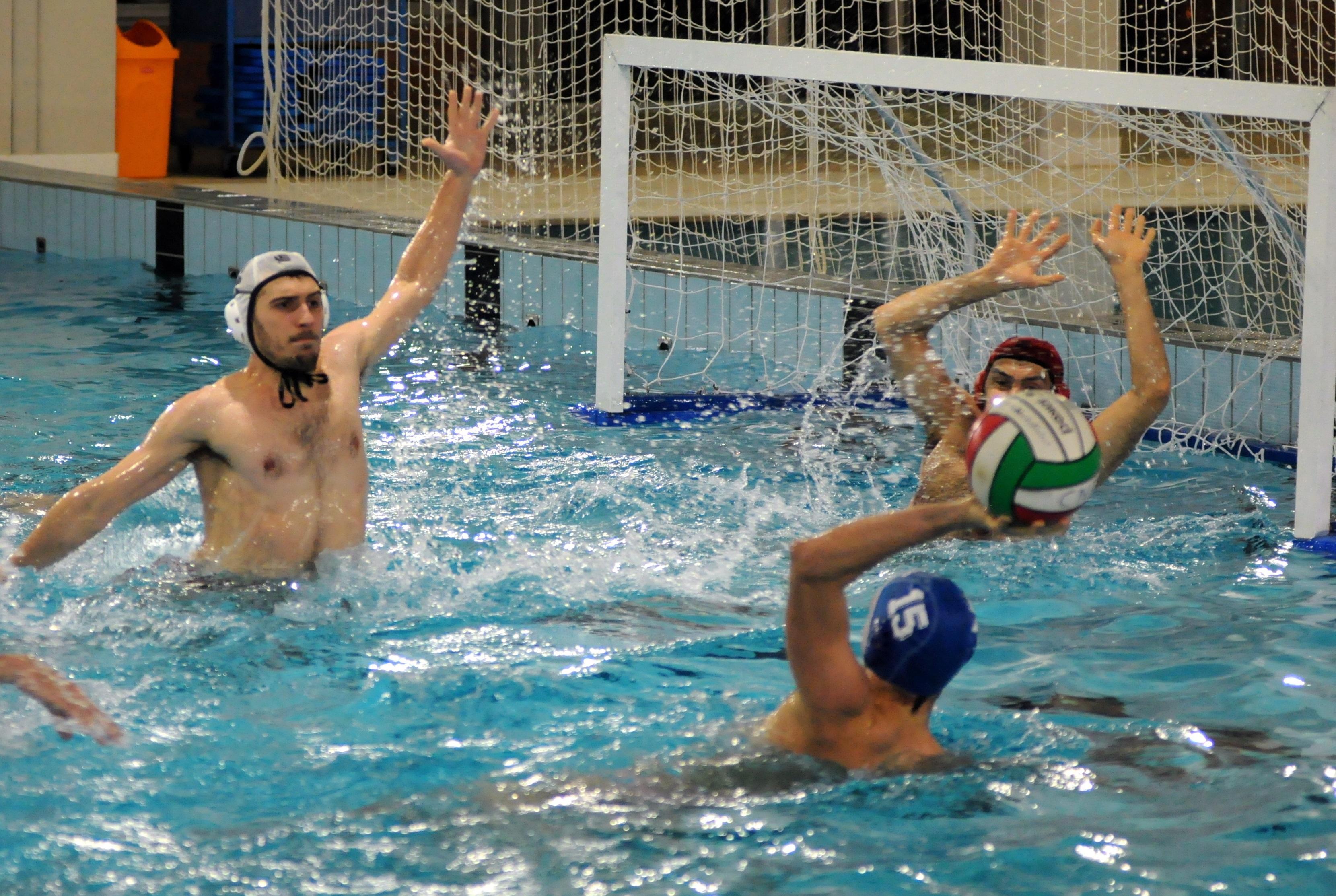 Pallanuoto Centese prova di carattere per vincere: Rari Nantes Bologna battuta 9 a 8.